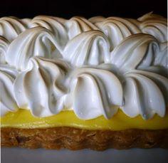 Lemon and Italian Meringue Pie Lemon Meringue Tart, Italian Meringue, Meringue Pie, Lemon Bars, Food And Drink, Tasty, Sweets, Baking, Desserts
