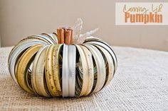 Zucca di halloween da riciclo creativo tappi