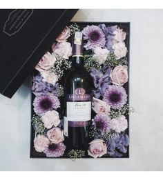 Gift Baskets – What to Look For, Cheap Or Expensive – Gift Ideas Anywhere Wine Gift Boxes, Wine Gift Baskets, Wine Presents, Wine Gifts, Flower Box Gift, Flower Boxes, Diy Flowers, Wine Hampers, Personalised Gifts Diy