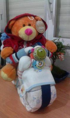Diaper Bike for a baby gift, everything is to be used by baby. Moto de pañales para regalo bebe, todo lo que ves es para ser usado por el bebe.