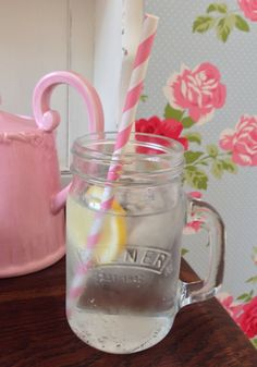 Kilner jars with handles! Perfect for cocktails, iced tea and pink lemonade! So cute!