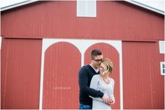 Barn Engagement Session / LinneaLiz Photography / www.LinneaLiz.com