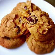 I have been searching for a really good clean chocolate chip cookie recipe. I finally found one for peanut butter balls made with chick peas that I converted into a chocolate chip recipe. This recipe makes a small batch, about 10 cookies (40 calories each) and calls for stevia. If