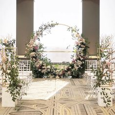 We're head over heels for this gorgeous round floral arbor! ���