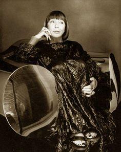 Mariuccia Mandelli in arte Krizia (Bergamo, 1925) è una stilista e imprenditrice italiana, tra le più famose creatrici di mod