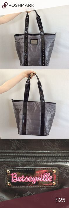 """Betseyville Puffer Tote Great condition Betseyville Johnson """"Betseyville"""" tote-bag. Awesome vinyl straps with studs! Perfect for the girl on the go! Only one small spot on upper left side of bag shown close up in image above ☝️. Betsey Johnson Bags Totes"""