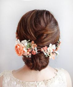A lovely botanical hair vine, adorned with delphinium, rose, hydrangea, and lambs ear foliage. Colors of peach, coral, ivory, and minty green.  Made to nestle along the curve of an updo or half-up hairstyle. It secures in place with two combs near ones face/temples. This is quite a lightweight piece, and comfortable to wear.  – SIZE: approx 14 long from end to end – COLORS: peach, coral, pale green – MADE TO ORDER, ships in 3-5 days. Rush service also available.  –––– SHIPPING / POL...