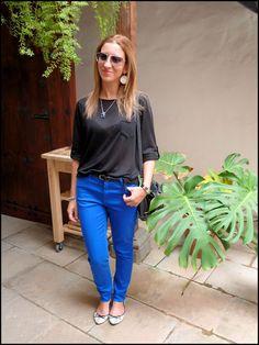 Pantalón azul en la Fiesta del Queso Sta. Mª de Guía