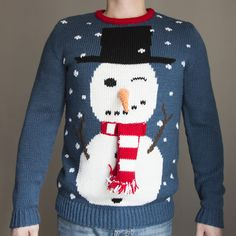Татьяна заказала для своего мужа подарок на 14 февраля - фантастический свитер со снеговиком практически 3D! #frautag_knittingfamily #snowman #sweater #knitting #вязание #вязаниеназаказ #шляпа #шарф #снеговик #морковка #свитер