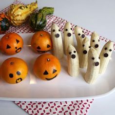 Trick your taste buds with these ten delicious treats that won't scare your waistline. Kid-friendly and mom-approved, these hauntingly healthy snacks are as fun to make as they are to eat! Halloween Treats For Kids, Holidays Halloween, Holiday Treats, Halloween Crafts, Holiday Fun, Holiday Recipes, Halloween Party, Halloween 2020, Kids Holidays