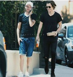 Larry manip out in LA west Hollywood 5 aug 2016