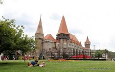 Cele mai frumoase 9 castele din România Romania, Barcelona Cathedral, Louvre, Mai, Building, Travel, Shelf, Voyage, Buildings