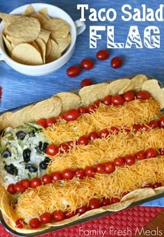Surprise all the guests at the party with this tasty Easy Taco Salad Flag. Perfect for Memorial Day and July this Taco Salad American Flag Dip can be served with tortilla chips or cut assorted mini sweet peppers. Let's check out! Summer Recipes, Holiday Recipes, Holiday Ideas, Holiday Fun, Holiday Foods, Christmas Ideas, Festive, Tostadas, Fourth Of July Food
