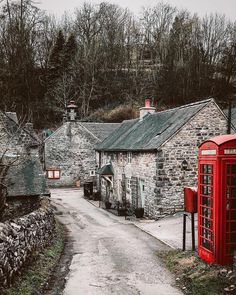 Tag someone who loves old English country villages and cottages! It's a beautiful day here in England this morning.which basically means… village, England Ireland, England And Scotland, Beau Site, York Minster, English Village, English Country Cottages, British Countryside, Stone Houses, Stone Cottages