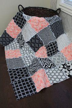 RAG Quilt Baby Rag Quilt noir et blanc corail Baby par RozonsRags