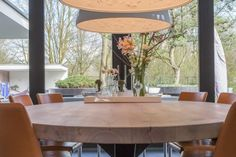 Stalen kruispoot Dining Table, Furniture, Home Decor, Sideboard, Dinning Table, Interior Design, Dining Rooms, Home Interior Design, Arredamento
