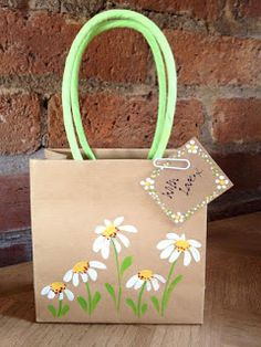 gifts bag Create beautiful handpainted gift bags and tags for the perfect gift. Give something more personal than just shop bought. Paper Bag Crafts, Paper Gift Bags, Paper Gifts, Paper Cards, Paper Boxes, Foam Crafts, Creative Gift Wrapping, Creative Gifts, Craft Gifts