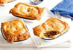 This is a recipe for chunky steak pies that I got from a friend. Steak And Mushroom Pie, Steak And Mushrooms, Lamb Pie, Individual Pies, Mini Pastries, Pinwheel Recipes, Shortcrust Pastry, Pie Recipes, Bisquick Recipes