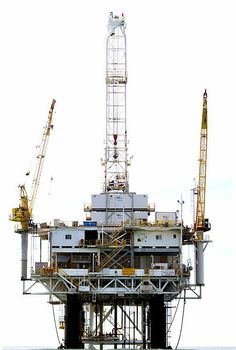 File:Oil Platform Emmy HB CA Photo D Ramey Logan.jpg - Wikimedia Commons