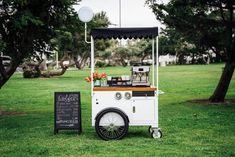 Ice Cream Business, Coffee Business, Ice Cream Cart, Coffee Ice Cream, Small Coffee Shop, Coffee Carts, Serving Table, Food Photography Tips, Food Stall