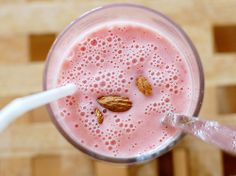 strawberry almond milkshake, please Strawberry Fruit, Strawberry Smoothie, Smoothie Recipes, Smoothies, Smoothie Drinks, Kawaii Cooking, Recipe Cover, Mouth Watering Food, Food Inspiration