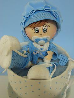 Xícara de porcelana com bebezinho feito em EVA para decoração de chá de bebê linda lembrancinha para mamãe guardar de lembrança do chá de bebê. Feito com amor e carinho. R$ 90,00