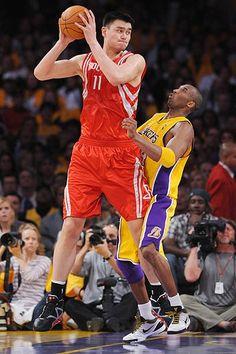 Yao and Kobe! If anyone can make Kobe look small, other than Shaq. Basketball Funny, Basketball Pictures, Basketball Legends, Love And Basketball, Sports Pictures, Basketball Art, Nba Players, Basketball Players, Kobe Bryant Pictures