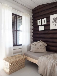 Log Wall, Cabin Interiors, Interior Architecture, Beach House, Furniture Design, Cottage, Colours, Bedroom, Home Decor