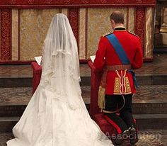 Prince William and Catherine Middleton kneel at the altar, 29 April 2011.