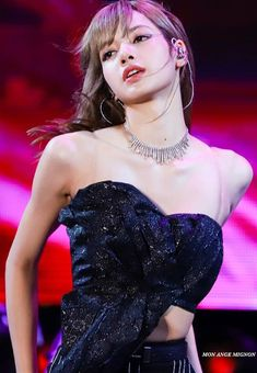 """she looks so hot lisa really something else I really love it 😭"" Jennie Blackpink, Blackpink Lisa, Yg Entertainment, South Korean Girls, Korean Girl Groups, Square Two, Divas, Rapper, Lisa Black Pink"