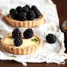 Blackberry Goat Cheese Tarts, also known as food nirvana. Just Desserts, Delicious Desserts, Dessert Recipes, Yummy Food, Fruit Dessert, Milk Recipes, Healthy Recipes, Cheese Tarts, Goat Cheese