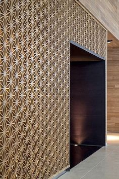 Painel Vazado, Painel Decorativo, Muxarabi ou Mucharabi, Divisória de Ambiente, Biombo e Cobogó — Cutter CNC Wall Patterns, Textures Patterns, Interior Walls, Interior And Exterior, Light Wood Texture, Divider Screen, Wall Finishes, 3d Wall, Wall Wood