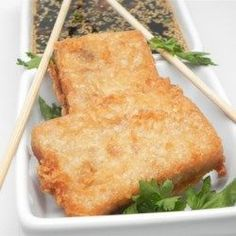 Pan Fried Daikon Cakes Daikon radish has a sweet, bright flavor with a bit of a bite, a flavor that really shines through in these crispy fried cakes. Diakon Radish Recipe, Daikon Recipe, Radish Recipes, Vegetable Recipes, Side Dish Recipes, Asian Recipes, Side Dishes, Vietnamese Recipes, Fun Cooking