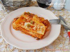 Lasagne alla salsiccia piselli e formaggi, una pasta non buona di più! Il ricco ragù si amalgama al sapore dei formaggi e besciamella creando una bontà!