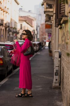 6 Street Style Trends From Milan Fashion Week Fall/Winter 2021 You Can Shop Now Top Street Style, Milan Fashion Week Street Style, Street Style Trends, Cool Street Fashion, Sparkly Outfits, Haute Couture Designers, Freakum Dress, Animal Print Outfits, Daytime Dresses