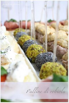Muffin alle noci con mousse di bresaola fagottini piccanti palline di robiola