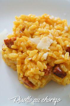 Le risotto au chorizo, Ingrédients pour environ 3 personnes : - 200g de riz arborio - 1/3 d'un chorizo découpés en dés - 1 échalote émincée - 30g de beurre - 120g de vin blanc - 600g d'eau - une cuill. à café de bouillon de volaille une dosette de safran, poivre et sel et parmesan!