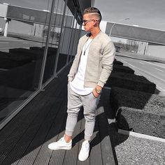 Tips for Selecting the Best Mens Fashion Shirts - Dress World for Men Mens Fashion 2018, Best Mens Fashion, Mode Lookbook, Fashion Lookbook, Stylish Men, Men Casual, Der Gentleman, Casual Outfits, Fashion Outfits