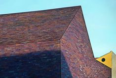 Particular care was taken with the façade of the Sorø Art Museum. The brick tiles on the roof and the exterior wall change hues with the light and weather, going from purple, red and orange to grey and dark brown. Cladding Materials, Expansion Joint, Acoustic Wall, Brick Building, Building Ideas, Brick Architecture, Brick Tiles, Clay Tiles, Brickwork