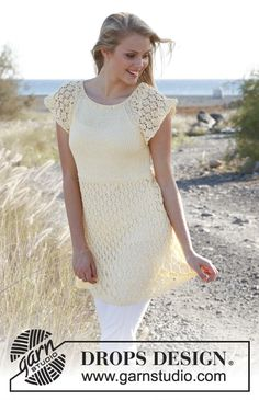 """Knitted DROPS top with lace pattern and raglan in """"Muskat"""". Size: S - XXXL. Free pattern by DROPS Design."""