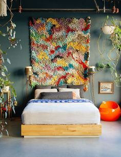 'The New Bohemians' Book; By Justina Blakeney - Emily Henderson Bohemian Wall Decor, Boho Bedroom Decor, Justina Blakeney, Style Deco, Boho Style, Home Interior, Interiores Design, Sweet Home, House Styles