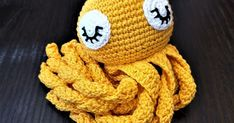Sain pyynnön virkata mustekalalelun vauvalle. Päätin treenailla kuvallisen ohjeen tekemistä siinä sivussa. Miljoona kuvaa myöhemmin lopputul... Octopus Crochet Pattern, Crochet Patterns, Baby Staff, Crochet Hats, Beanie, Embroidery, Knitting, Crafts, Molde