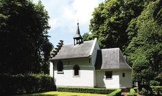 Wandelroute De Kluis, aan de rand van Valkenburg | Natuurmonumenten Cabin, House Styles, Home Decor, Decoration Home, Room Decor, Cottage, Interior Decorating, Cottages