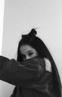 girl blurry Image about girl in Ariana Grande by Alyssascanvas Ariana Grande Fotos, Ariana Grande Images, Ariana Grande Tumblr, Ariana Grande No Makeup, Tumblr Photography, Girl Photography Poses, People Photography, Tmblr Girl, Ariana Grande Wallpaper