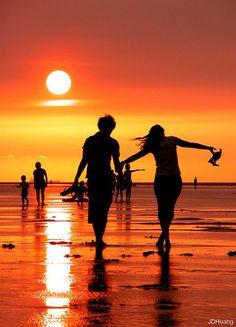 ..summer romance.. http://m-e-r-m-a-i-d-c-h-i-l-d.tumblr.com/#