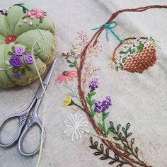 #Embroidery#stitch#needlework#stitch book #프랑스자수#일산프랑스자수#자수 #스티치북 #my님의 스티치북 표지완성하기~
