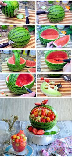 korpa od lubenice Fun Foods To Make, Food To Make, Fruit Basket Watermelon, Watermelon Carving, Fruits Decoration, Deco Buffet, Food Garnishes, Veggie Tray, Edible Arrangements