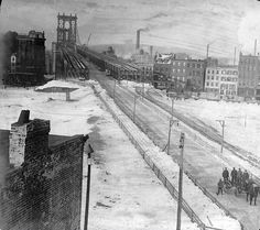 1909 . Manhattan Bridge, Brooklyn side. (Old Images of New York Group)