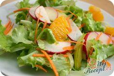 Nic speciálního, ale pouze chutný salát, který si umíte připravit na milión způsobů. Pokud máte rádi kombinaci sladké a slané chutě, tak si připravte chutný salát s pomerančem. Někdy tento salát ještě doplním grilovaným kozím sýrem (ten ugriluji pouze nasucho na rozpálené pánvi), posypu vrch ještě sezamovými semínky, a pokud nemám ty tak použiji piniové oříšky. Určitě vyzkoušejte, budete mile překvapeni vynikající chutí. A někdy si můžete dopřát i jídlo bez masa, že? Autor: Dulinka Flatbread Appetizers, Appetizer Recipes, Caprese Salad, Cabbage, Curry, Good Food, Healthy Recipes, Healthy Food, Meat