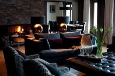 This stylish chalet perfectly adapted for large parties. This chalet has 4 bedrooms with private facilities. Chalet Interior, Interior And Exterior, Living Room Paint, My Living Room, Cozy Living, Chalet Design, House Design, Chalet Style, Ski Chalet